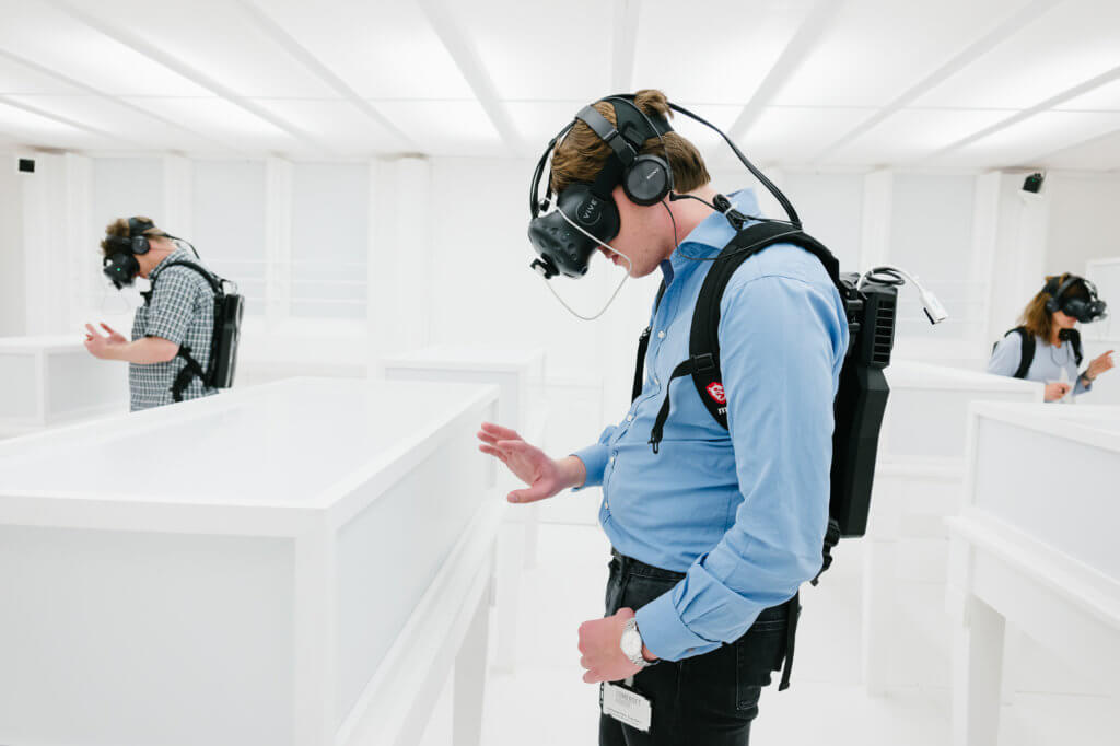 D Virtual Reality Exhibition : Photo london what the critics say